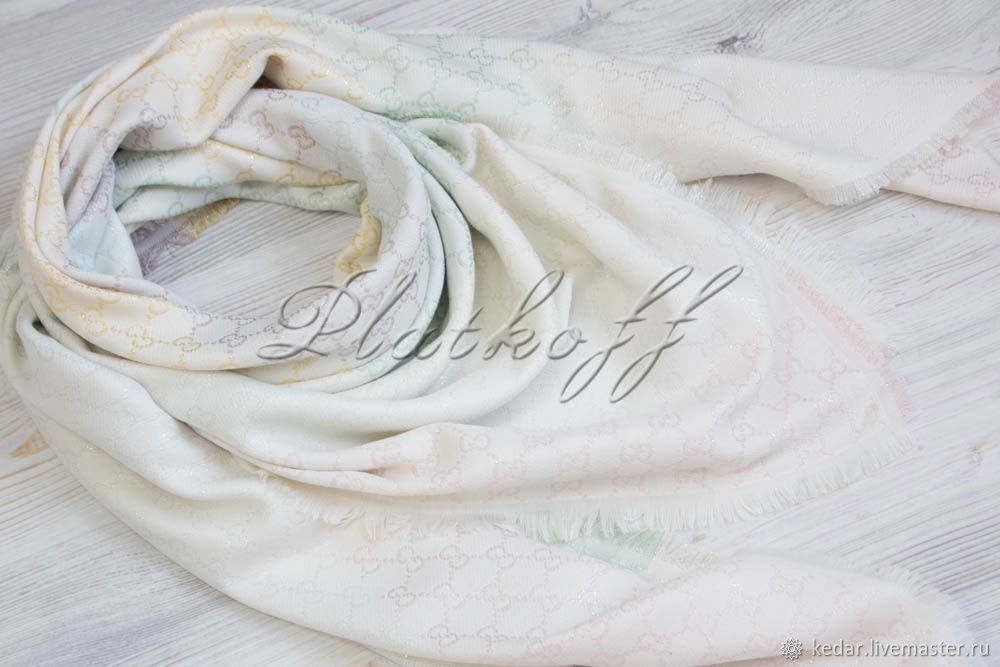 White handkerchief fabric multicolour Gucci Monogram, Shawls1, Moscow,  Фото №1