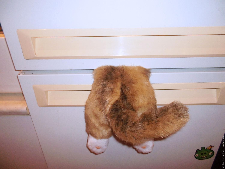 Застрявший кот на холодильник своими руками