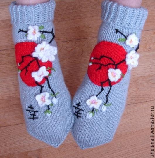 """Обувь ручной работы. Ярмарка Мастеров - ручная работа. Купить Вязаные носкотапки """"Ветка сакуры"""". Handmade. Серый, вязаные цветы"""