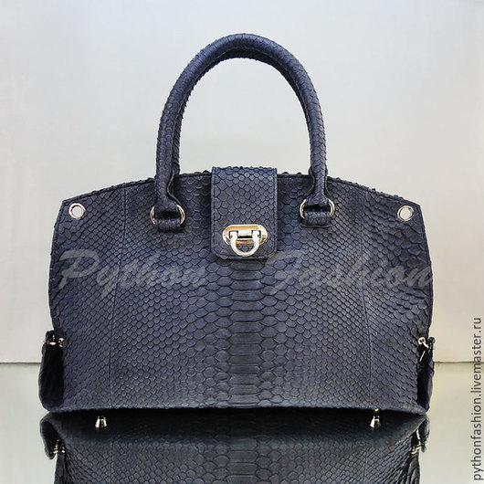 Дизайнерская элегантная сумка из кожи питона на каждый день. Красивая оригинальная синяя сумка из питона офисный стиль. Авторская сумка ручной работы на заказ. Стильная удобная женская сумка на весну.