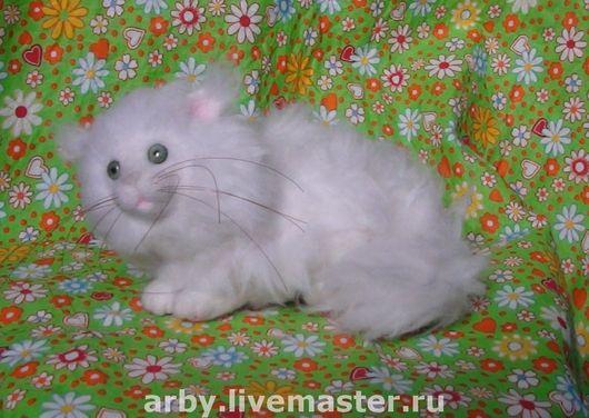 Игрушки животные, ручной работы. Ярмарка Мастеров - ручная работа. Купить Белый Пушистик (нашел хозяйку). Handmade. Коты и кошки