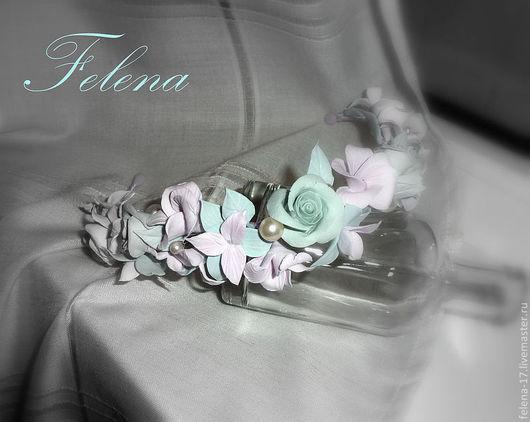 Венок можно дополнить другими аксессуарами - цветы в прическу, бутоньерка для жениха, браслет для подружек невесты и др.