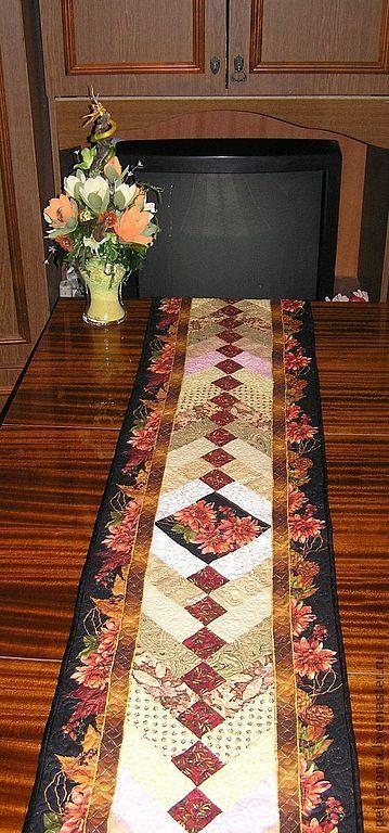 Лоскутная дорожка на стол - хорошее украшение праздничного стола.  Красивый и яркий акцент в интерьере. Авторская работа.Пэчворк всегда в моде.
