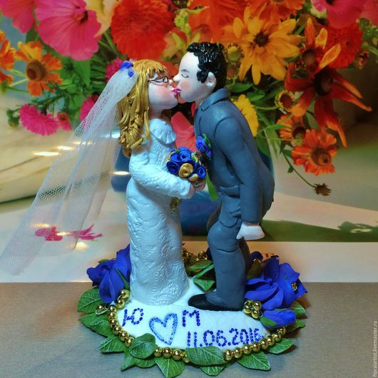 """Свадебные аксессуары ручной работы. Ярмарка Мастеров - ручная работа. Купить фигурки на свадебный торт  """"Целующиеся молодожёны-2"""". Handmade."""