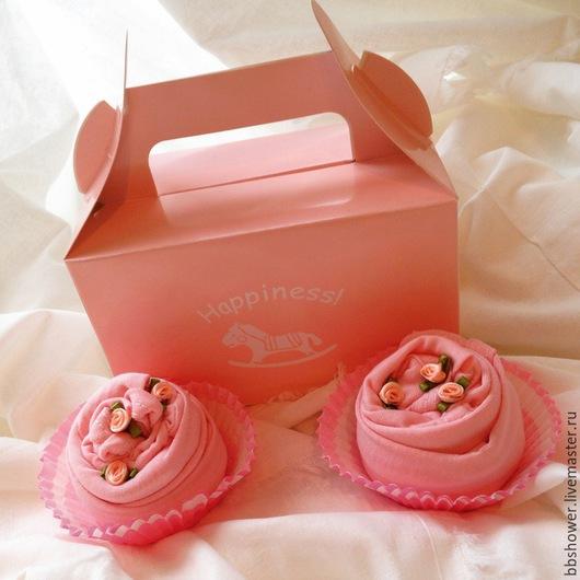 Подарки для новорожденных, ручной работы. Ярмарка Мастеров - ручная работа. Купить Пирожное из одежды. Handmade. Розовый, подарок маме и малышу