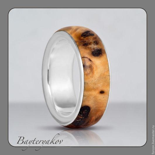 При небольшом повороте -- кольцо будет выглядеть совсем по-другому...
