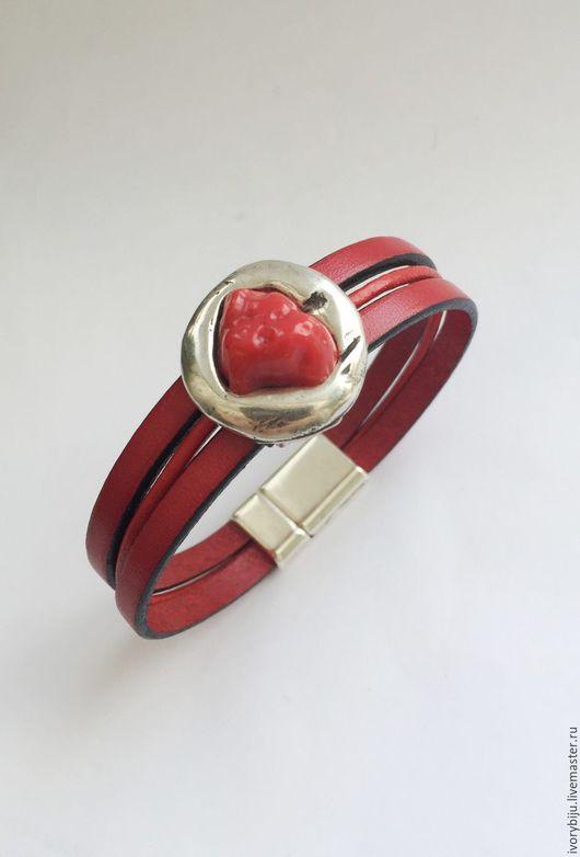 Браслеты ручной работы. Ярмарка Мастеров - ручная работа. Купить Красный кожаный браслет с большой бусиной. Handmade. Ярко-красный, коралл