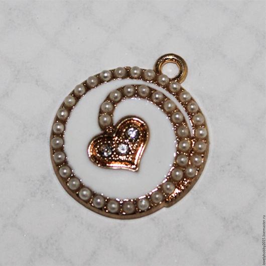 Металлическая подвеска `Медальон любви`