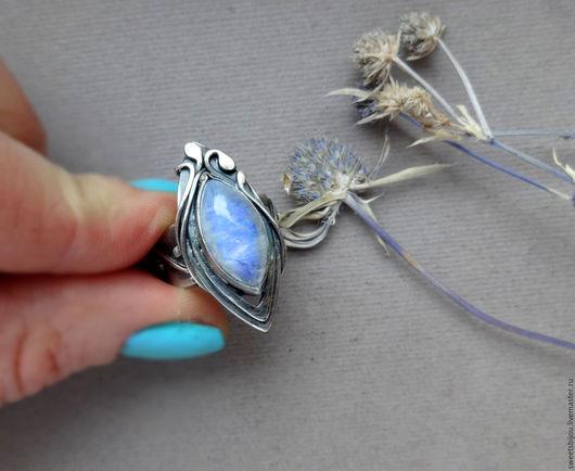 """Кольца ручной работы. Ярмарка Мастеров - ручная работа. Купить Серебряное кольцо """"Marquise"""" с лунным камнем. Handmade. Белый"""