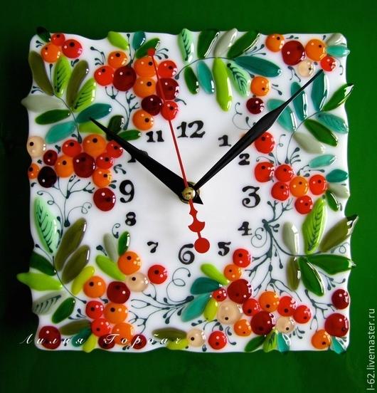 Часы для дома ручной работы. Ярмарка Мастеров - ручная работа. Купить часы из стекла, фьюзинг   Гроздья рябины. Handmade. Красный