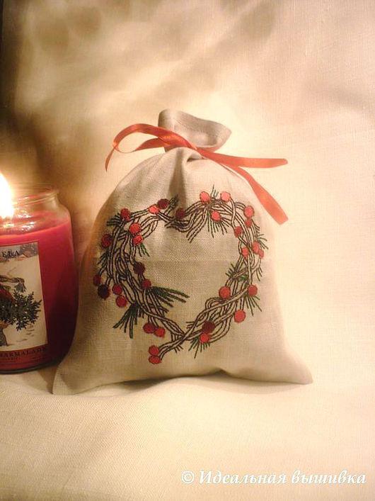 """Подарки для влюбленных ручной работы. Ярмарка Мастеров - ручная работа. Купить Мешочек """"Сердце из зимних ягод"""". Handmade. Мешочек для подарка"""