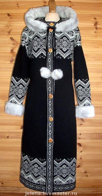 Вязаное пальто с капюшоном,отделка искусственным мехом