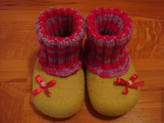 """Обувь ручной работы. Ярмарка Мастеров - ручная работа. Купить Тапочки детские из шерсти """"Бантики"""". Handmade. Салатовый, обувь для детей"""