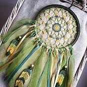 Элементы интерьера ручной работы. Ярмарка Мастеров - ручная работа Кружевной зелено-желтый ловец снов с вязаными перьями и лентами. Handmade.