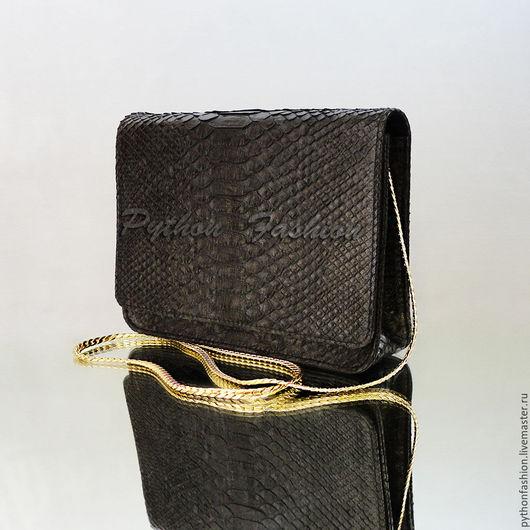 Сумочка из питона. Классическая черная сумочка из кожи питона. Вечерняя сумочка из питона на длинной цепочке. Дизайнерская питоновая сумочка ручной работы. Модная сумочка из кожи питона на плечо.