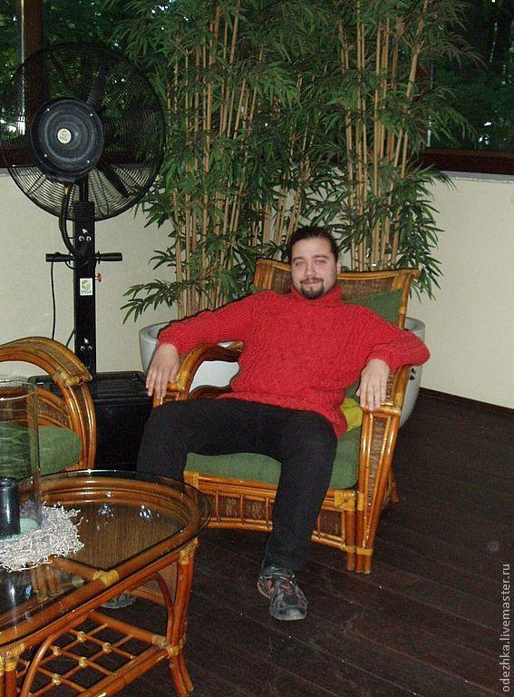 Фото. Вязаный пуловер для  мужчины связан из мягкой 100% шерсти.