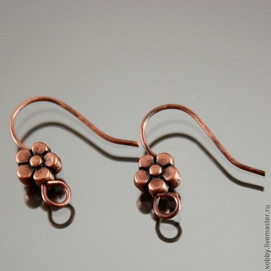 Основа для изготовления сережек швензы проволочные крючки без замков\r\nНа швензу нанизана металлическая бусина в форме цветка с пятью лепестками \r\nЦвет швензы медь