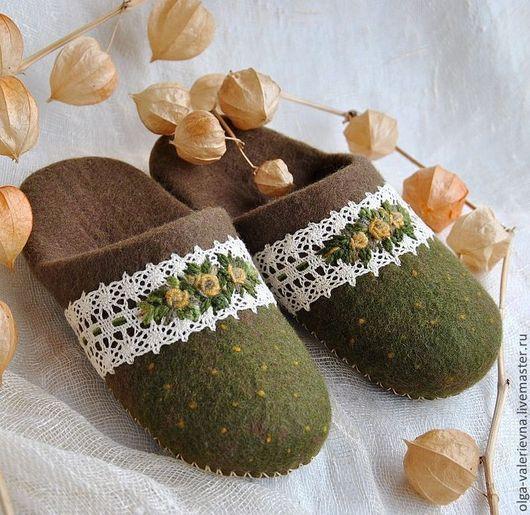 Обувь ручной работы. Ярмарка Мастеров - ручная работа. Купить Тапочки Кумушка.. Handmade. Хаки, тапки из шерсти, тапочки домашние