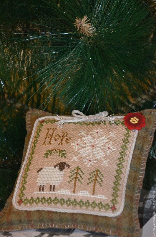 Новый год 2017 ручной работы. Ярмарка Мастеров - ручная работа. Купить Новогодняя вышитая подушка. Handmade. Комбинированный, веселая семейка
