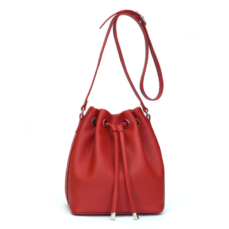Маленькая сумка ручной работы с вышивкой и затягивающимся