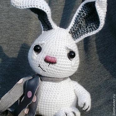 Куклы и игрушки ручной работы. Ярмарка Мастеров - ручная работа Вязаный зайка Серый. Handmade.