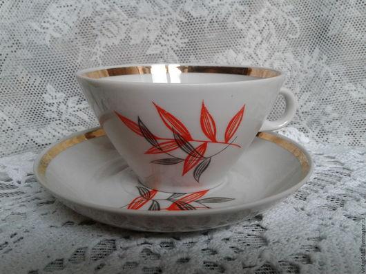 ...чайная пара, производства фз. Дулево, далекие 60-70-е годы Советской страны... ...стильная форма, белейший советский фарфор, позолота и лаконичный рисунок -  все в отличной сохранности!!!