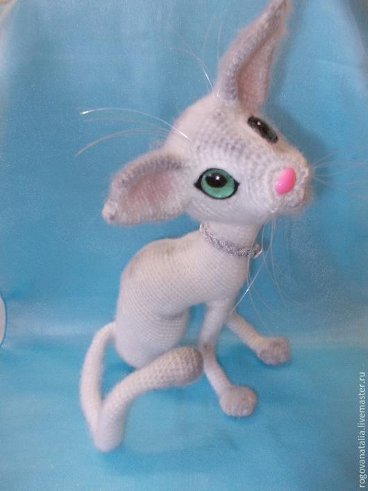 """Игрушки животные, ручной работы. Ярмарка Мастеров - ручная работа. Купить """"Кошечка Красотка"""". Handmade. Белый, кошечка, игрушка крючком"""