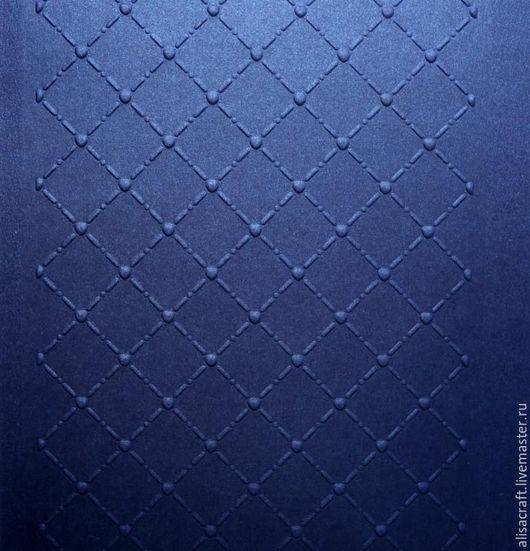 `Чернильный` перламутровый кардсток. Плотность - 300 г. Цена за формат А4 = 25 руб. На фото - пример качества тиснения бумаги `Чернильный` перламутровый кардсток.