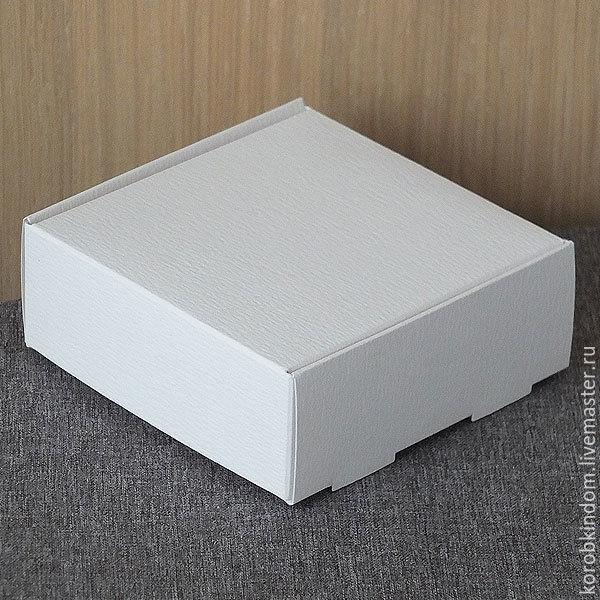 9х9х3,5 белая с откидной крышкой из фактурного дизайнерского картона к, Упаковка, Санкт-Петербург, Фото №1