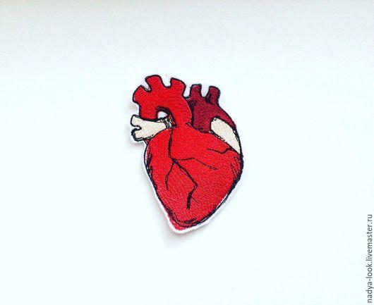 """Шитье ручной работы. Ярмарка Мастеров - ручная работа. Купить нашивка- брошь  """"сердце"""". Handmade. Комбинированный, сердце, анатомия, нашивка"""