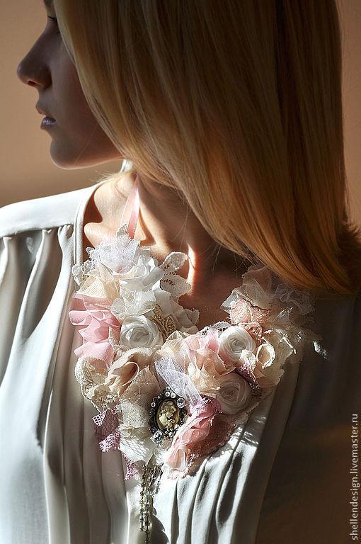 """Колье, бусы ручной работы. Ярмарка Мастеров - ручная работа. Купить Украшение на шею """"Винтажный романтический"""". Handmade. Кружево, розовый"""