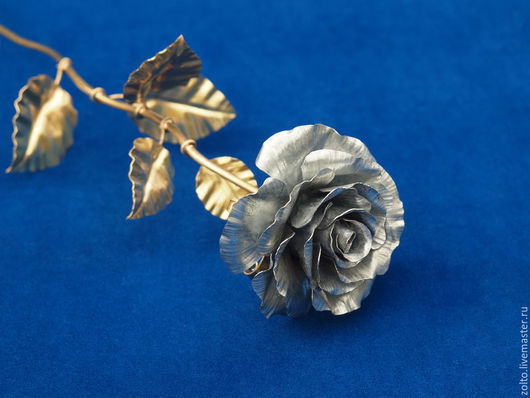 Роза из жести - подарок из жести на Жестяную свадьбу (8 лет брака)