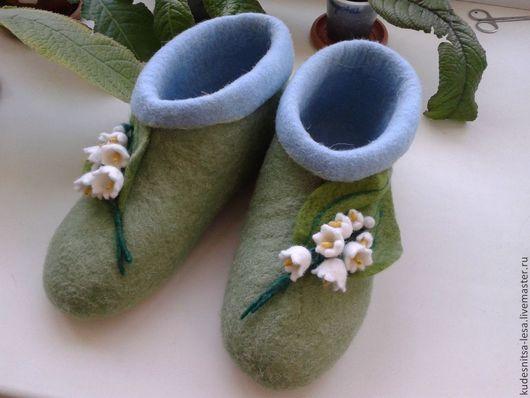 """Обувь ручной работы. Ярмарка Мастеров - ручная работа. Купить Войлочные тапки """"Время Ландышей"""". Handmade. Салатовый, шерсть, тапки"""