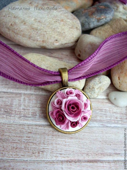 Кулон цветочный из полимерной глины на шелковой ленте - Дивный сад.