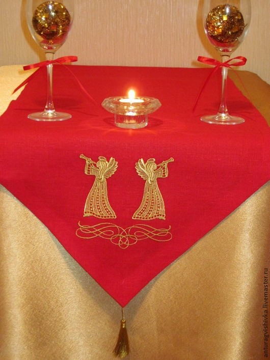 Дорожка вышитая на стол РОЖДЕСТВО - прекрасный подарок  на Рождество, подарок на Новый год, , а также стильное украшение интерьера.