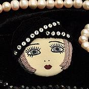 Украшения ручной работы. Ярмарка Мастеров - ручная работа Брошь Flapper Girl куколка в черной шляпке / брошь лицо камея. Handmade.