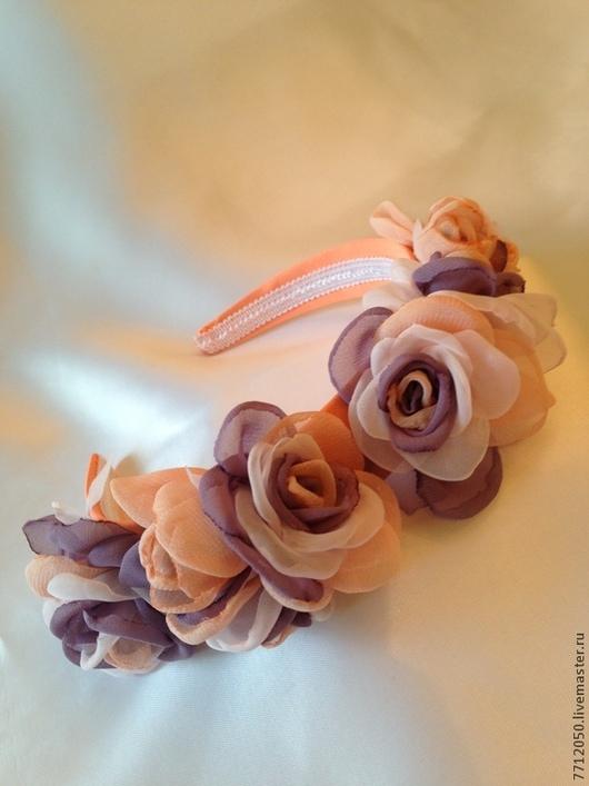 необычный ободок ободок с розами коралловый фиолетовый бледно-розовый ободок с цветами цветы из шифона розы ручной работы лето летний образ украшение для волос украшение в прическу нежный ободок обруч для девушки ободок с розами выпускной вечер для выпускного бала подарок девушке девочке
