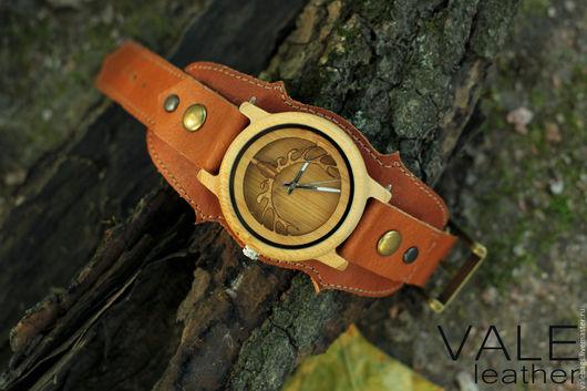Часы деревянные на браслете из натуральной кожи.