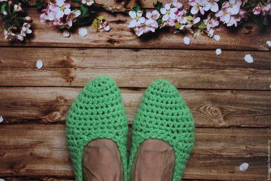 Обувь ручной работы. Ярмарка Мастеров - ручная работа. Купить Домашние шерстяные тапочки. Handmade. Вязание на заказ, крючком