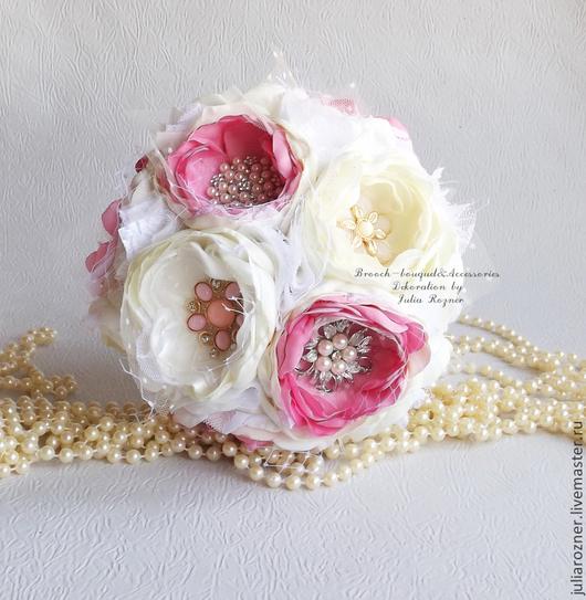 """Свадебные цветы ручной работы. Ярмарка Мастеров - ручная работа. Купить Свадебный букет из тканей и брошей """" Сливочный"""". Handmade."""