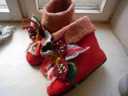 Обувь ручной работы. Ярмарка Мастеров - ручная работа. Купить Валенки домашние Лилия красная. Handmade. Подарок, украшение для ног