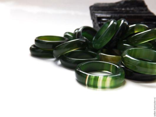 """Кольца ручной работы. Ярмарка Мастеров - ручная работа. Купить Каменное кольцо из зеленого халцедона """"Дух трав"""". Handmade. Зеленый"""