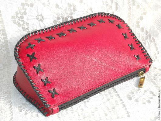 Женские сумки ручной работы. Ярмарка Мастеров - ручная работа. Купить Красная косметичка из кожи с оплёткой. Handmade. Ярко-красный