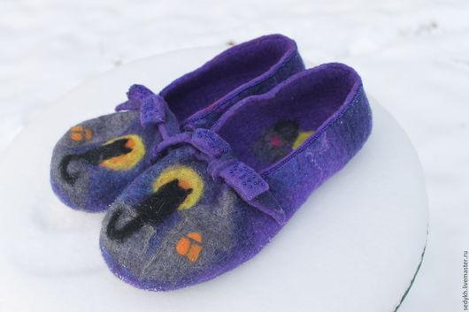 """Обувь ручной работы. Ярмарка Мастеров - ручная работа. Купить Валяные тапочки """"Лунный кот"""". Handmade. Валяная обувь, подарок"""