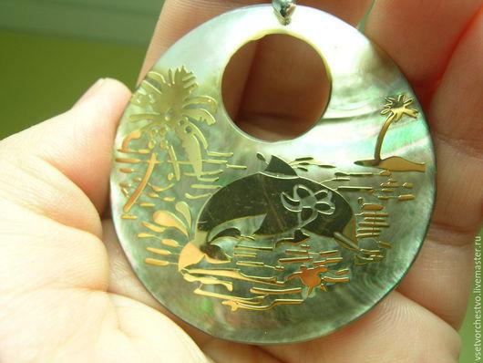 Для украшений ручной работы. Ярмарка Мастеров - ручная работа. Купить Подвеска круглая, золотистая из перламутра. Диаметр 48мм. Handmade.