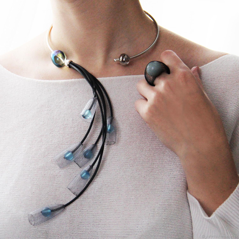 фото проволочное ожерелье с бусинами виртуального ока