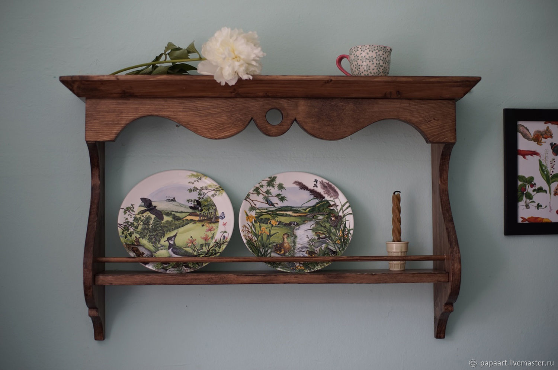 фото полок с декоративными тарелками дома