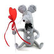 Куклы и игрушки ручной работы. Ярмарка Мастеров - ручная работа игрушка Мышонок серый и сердце (день святого валентина). Handmade.