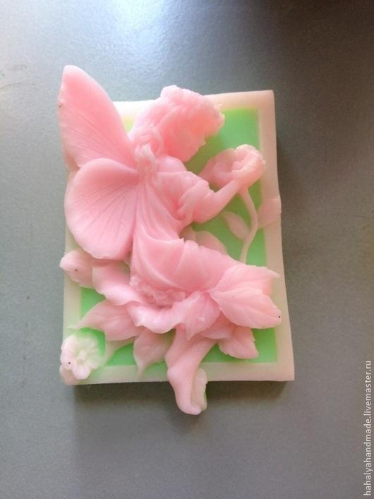 Мыло-фея на цветке. В составе мыльная основа Англия, базовые масла, ароматизаторы.