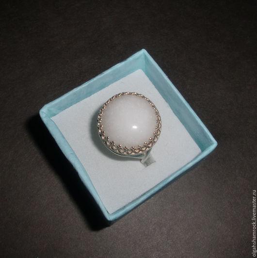 """Кольца ручной работы. Ярмарка Мастеров - ручная работа. Купить Перстень """"Белый Нефрит"""" Серебро 925 пробы Круг16. Handmade."""